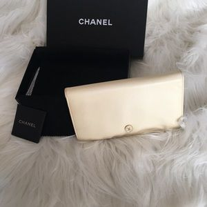 Chanel AUTH wallet bi-fold, cream leather, W/box